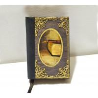 Εικόνα προϊόντος σημειωματαρίου τσέπης με ένα βιβλίο και πένα